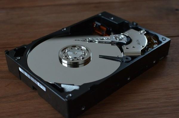 パソコンには寿命がある。特にハードディスク。